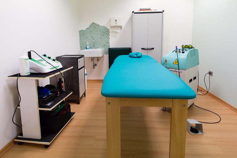 Macchinari e stanza dedicata all'ultrasuonoterapia