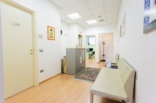 Sala d'attesa studio fisioterapico Fisioequipe